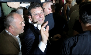 Ekrem Imamoglu, mayoral candidate of the main opposition Republican People's Party (CHP), leaves the CHP election coordination centre in Istanbul, Turkey, June 23, 2019. REUTERS/Huseyin Aldemir