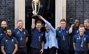 British PM May hosts victorious England cricket team/Reuters