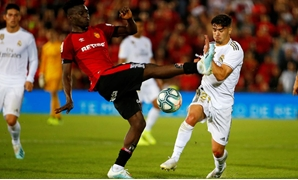 Soccer Football - La Liga Santander - RCD Mallorca v Real Madrid - Iberostar Stadium, Palma, Spain - October 19, 2019 Mallorca's Iddrisu Baba in action with Real Madrid's Brahim Diaz REUTERS/Javier Barbancho