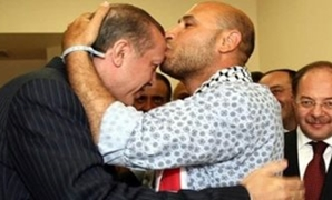 Mahdy al-Haraty kisses Erdogan's head - FILE