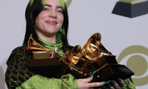 62nd Grammy Awards -Photo Room- Los Angeles California, US, Jan. 26, 2020 Billie Eilish poses backstage/Reuters/Monica Almeida