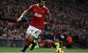 Manchester United's Owen Hargreaves runs with the ball during their English Premier League soccer match against Wolverhampton Wanderers at Old Trafford in Manchester, northern England, November 6, 2010. REUTERS/Phil Nobll