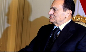 FILE PHOTO: Egypt's President Hosni Mubarak attends a meeting with Qatar's Prime Minister Sheikh Hamad bin Jassim bin Jaber al-Thani at the presidential palace in Cairo December 11, 2010. REUTERS/Amr Abdallah Dalsh/File Photo