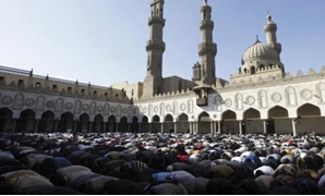 Muslims attend Friday prayers at Al Azhar mosque in Cairo December 7, 2012. REUTERS/Amr Abdallah Dalsh
